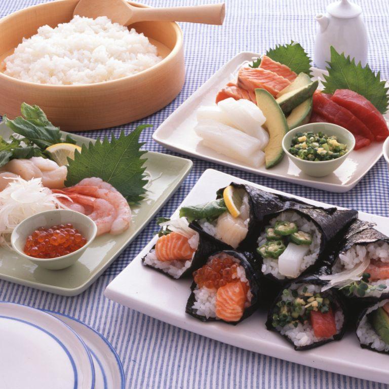 手捲壽司(鮭魚與酪梨)