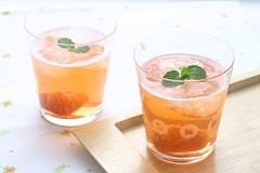 草莓氣泡醋飲