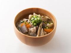 豬丸子與蔬菜汁燉煮