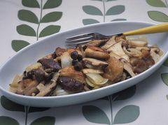 香菇與雞肉炒物