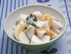 山藥與水煮蛋的芝麻醬沙拉