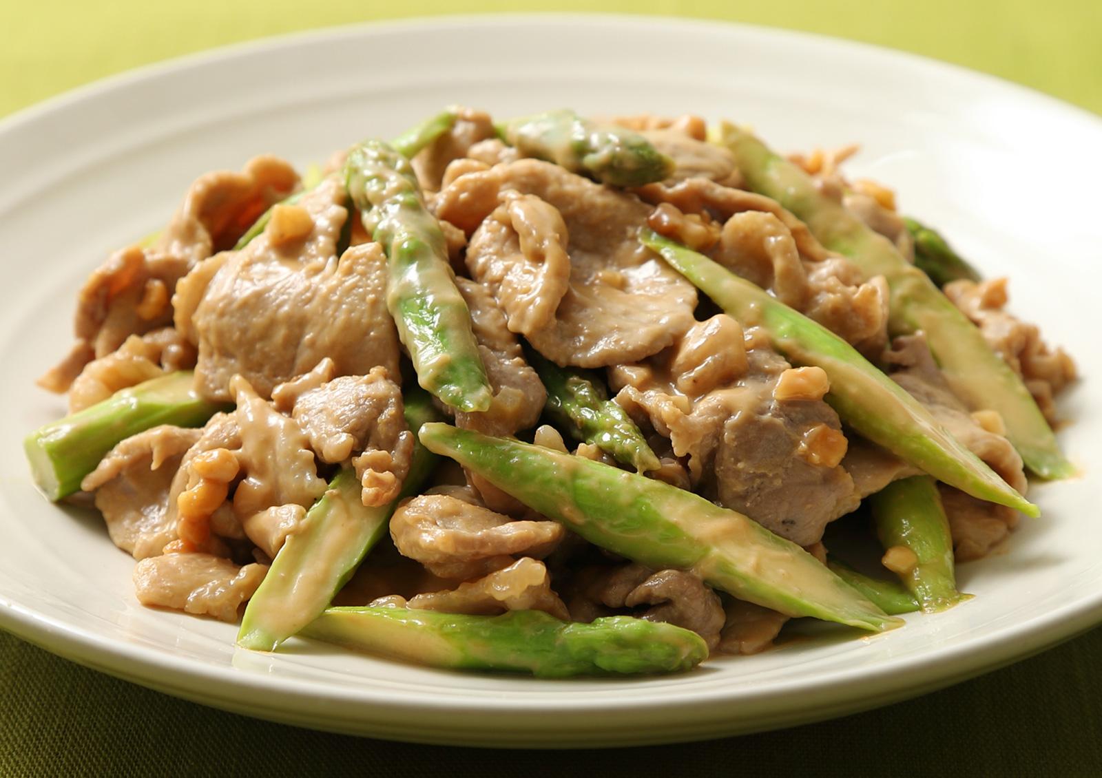 '아지폰®'으로 만드는 돼지고기와 아스파라거스의 땅콩버터 볶음